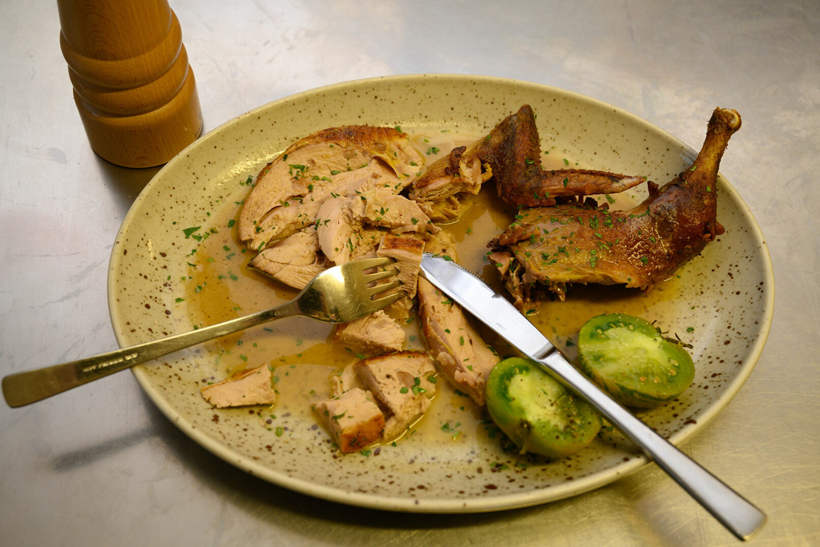 Passende Beilagen sind etwa Gemüse, süßes Kraut oder Maronenpüree. – Guten Appetit! - © Barbara Marko