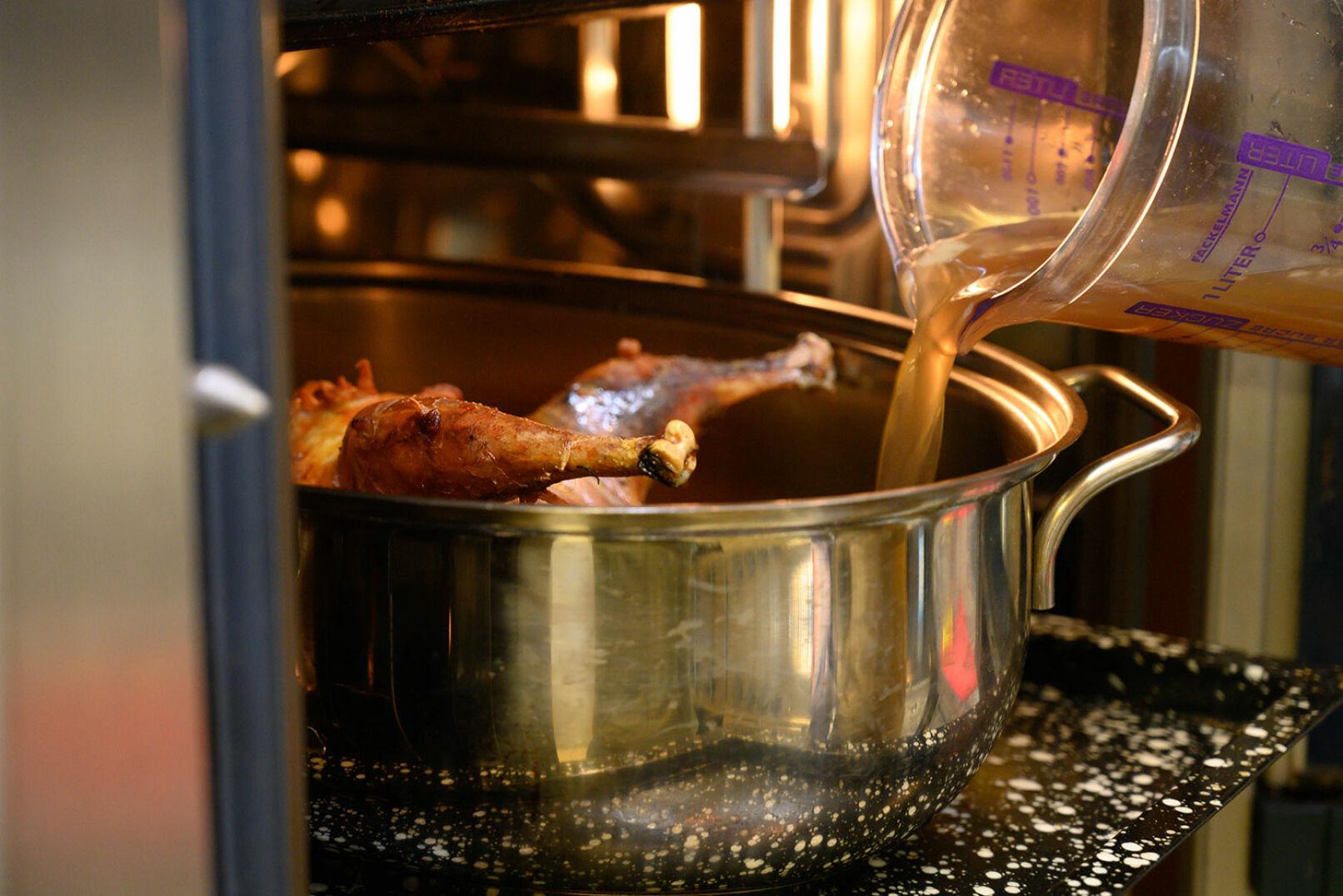 Immer wieder Suppe nachfüllen ... - © Barbara Marko