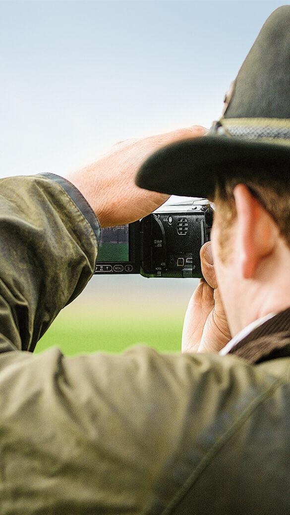 """Smartphone, Tablet, Digital- oder Videokamera - sehr viele Jäger sind """"digital"""" im Revier unterwegs! - Smartphone, Tablet, Digital- oder Videokamera - ob alt oder jung, kaum eine Jägerin und kaum ein Jäger sind dieser Tage """"analog"""" im Revier. Sehr viele Weidkameraden haben zumindest eins dieser Geräte im Jagdrucksack."""