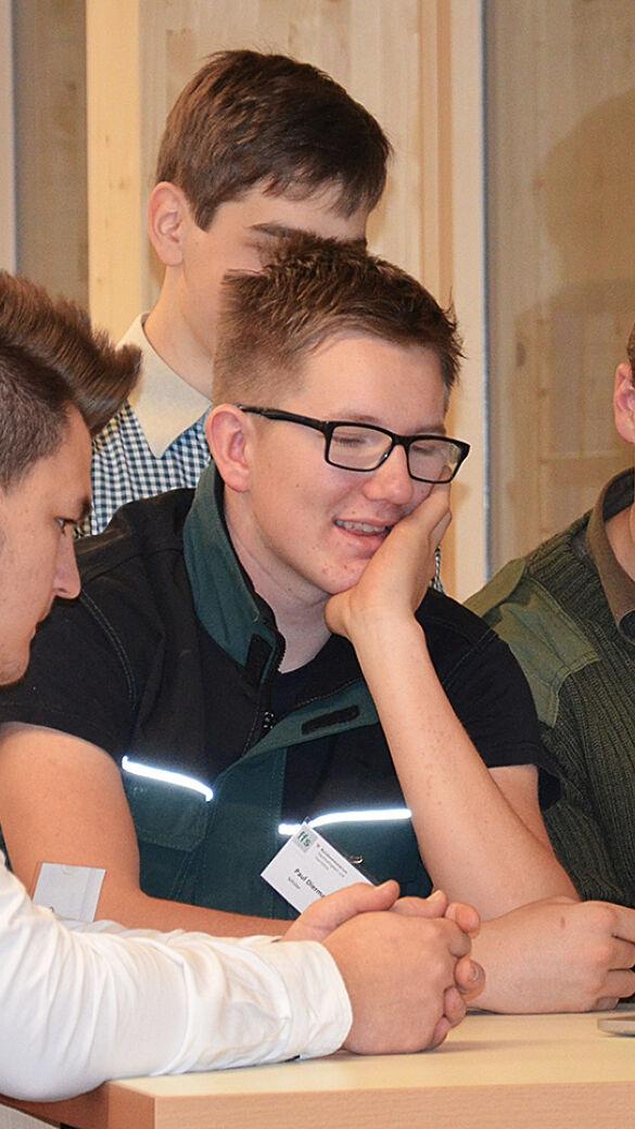 Junge Schüler in der FFS Traunkirchen - © Forstfachschule Traunkirchen