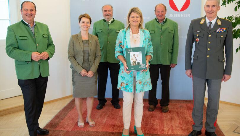 Besuch bei Ministerin Mag. Klaudia Tanner - Eine Delegation des NÖ Jagdverbands stattete der Bundesministerin für Landesverteidigung, Mag. Klaudia Tanner, einen Besuch ab.