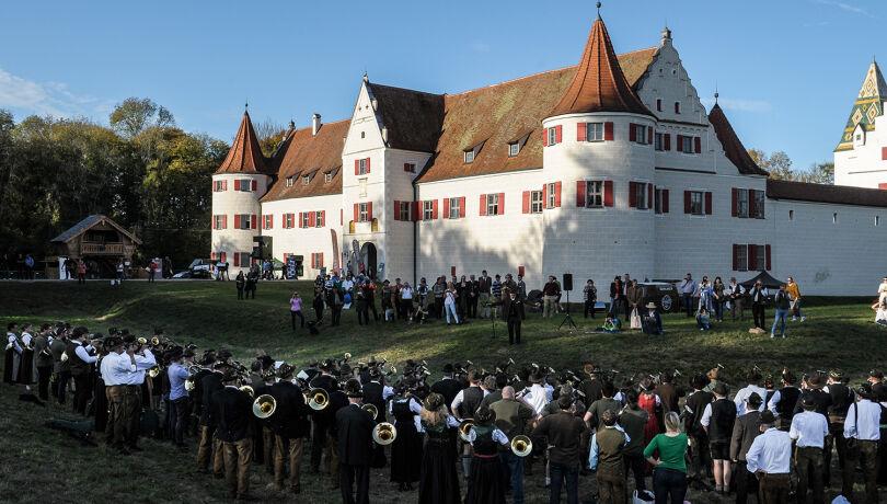 Verabschiedung 2019 vor dem Jagdschloss Grünau.