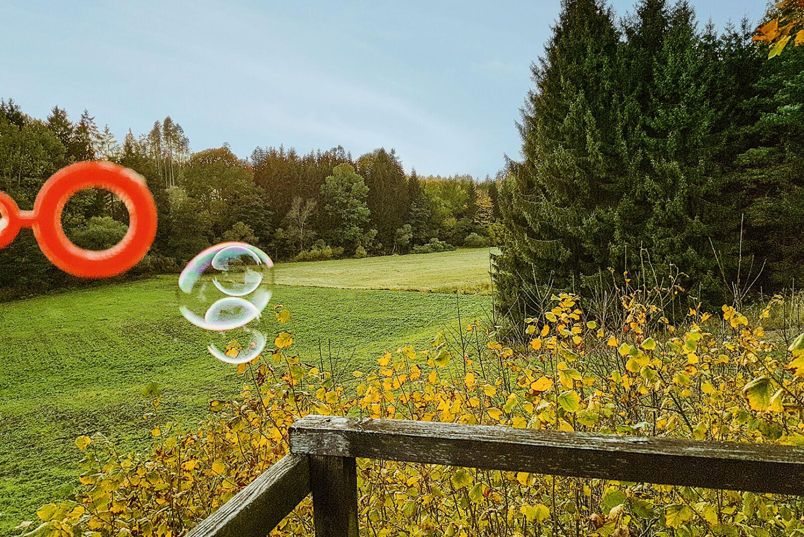 Seifenblasen für Windbestimmung - Mithilfe von Seifenblasen kann die Windrichtung eruiert werden. - © Dominik Steinhauser