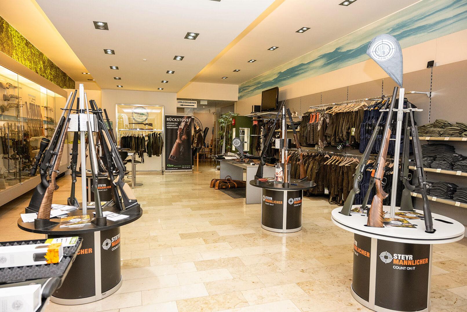 Der Steyr-Arms-Shop lässt keine Wünsche offen! - © Barbara Marko