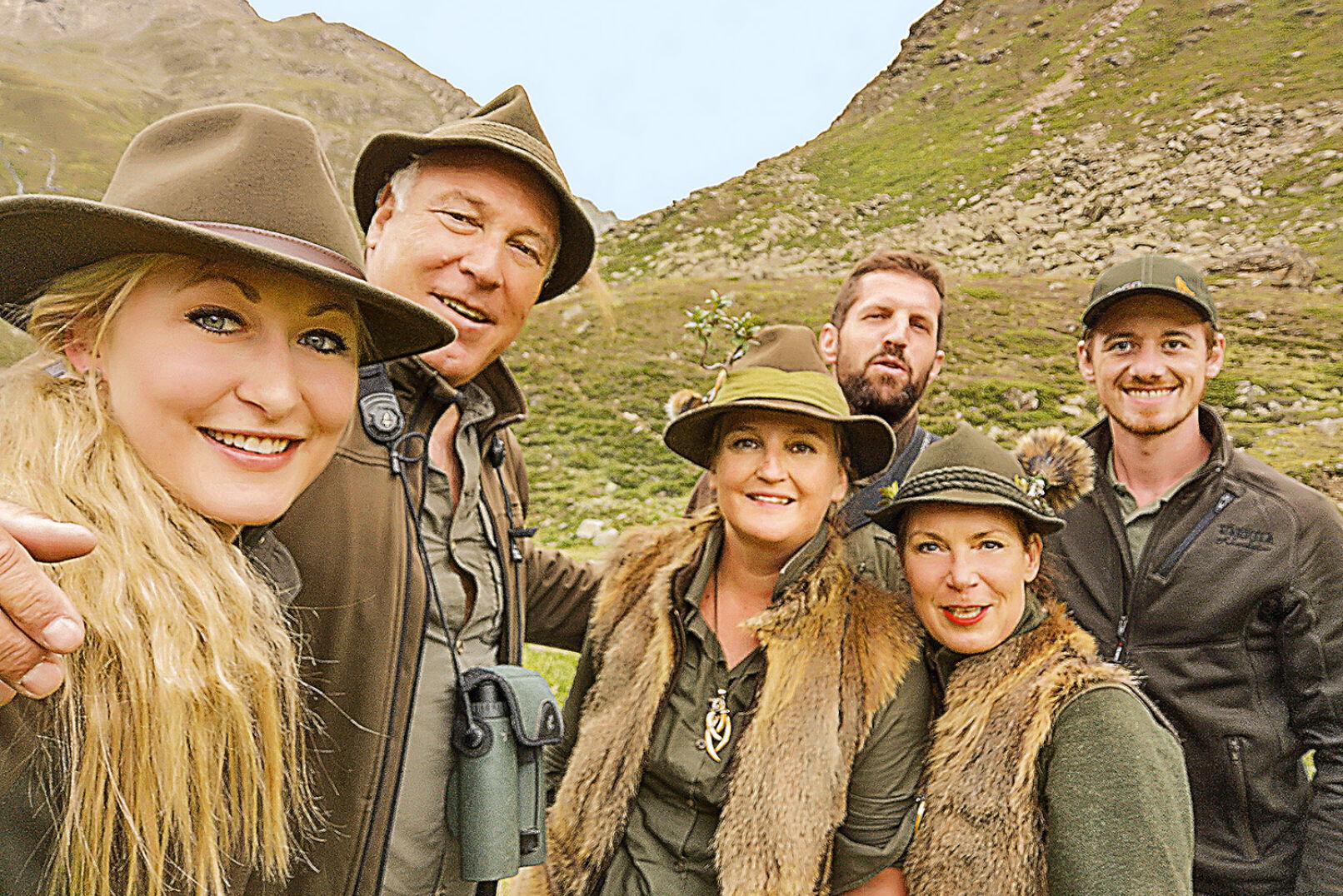 Gruppenfoto des Jägergrüppchens. - © WEIDWERK/Landbauer