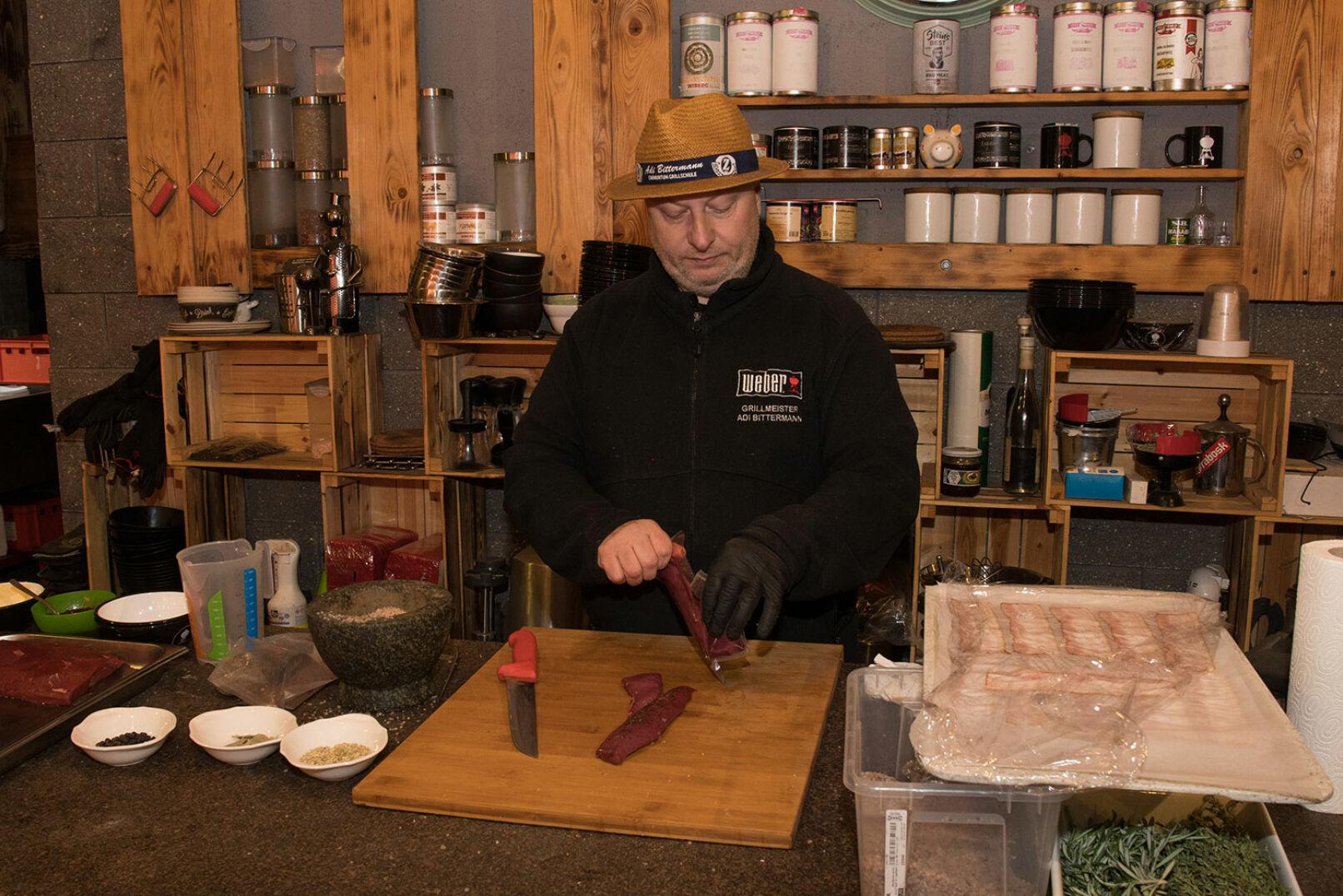 So haben Sie Hase garantiert noch nie gegessen! Adi Bittermann zeigt, wie kreativ Feldhase zubereitet werden kann! - © Martin Grasberger