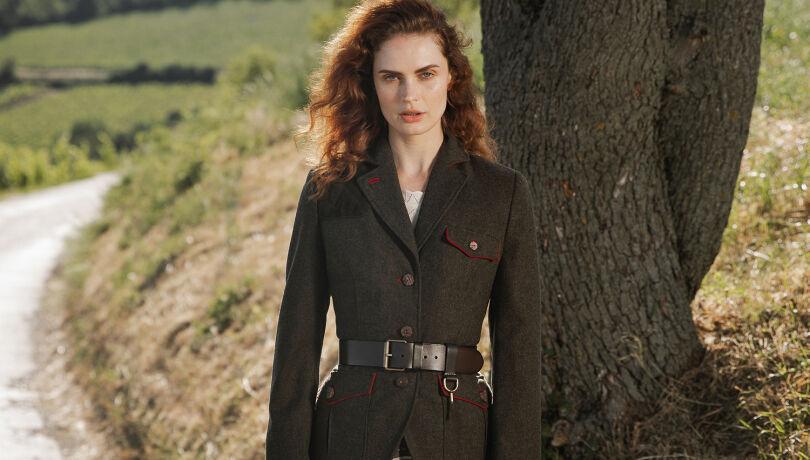 Lena Hoschek designt erste offizielle Jägerinnenjacke