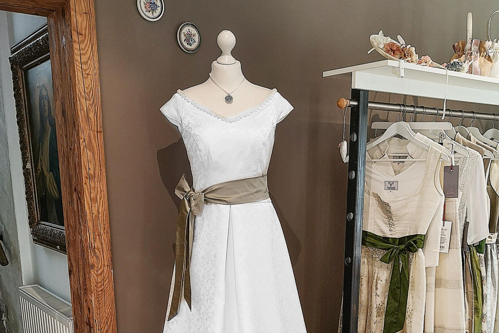 Auch Brautmode schneidert Christa Steinauer von Freiwild-Design. - © Michaela Landbauer