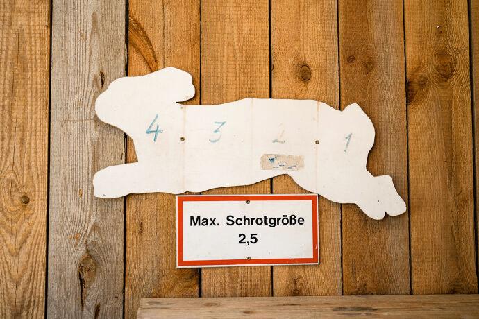 Hier kann der Schuss auf den Rollhasen trainiert werden. - Credit: WEIDWERK/Archiv Barbara Marko
