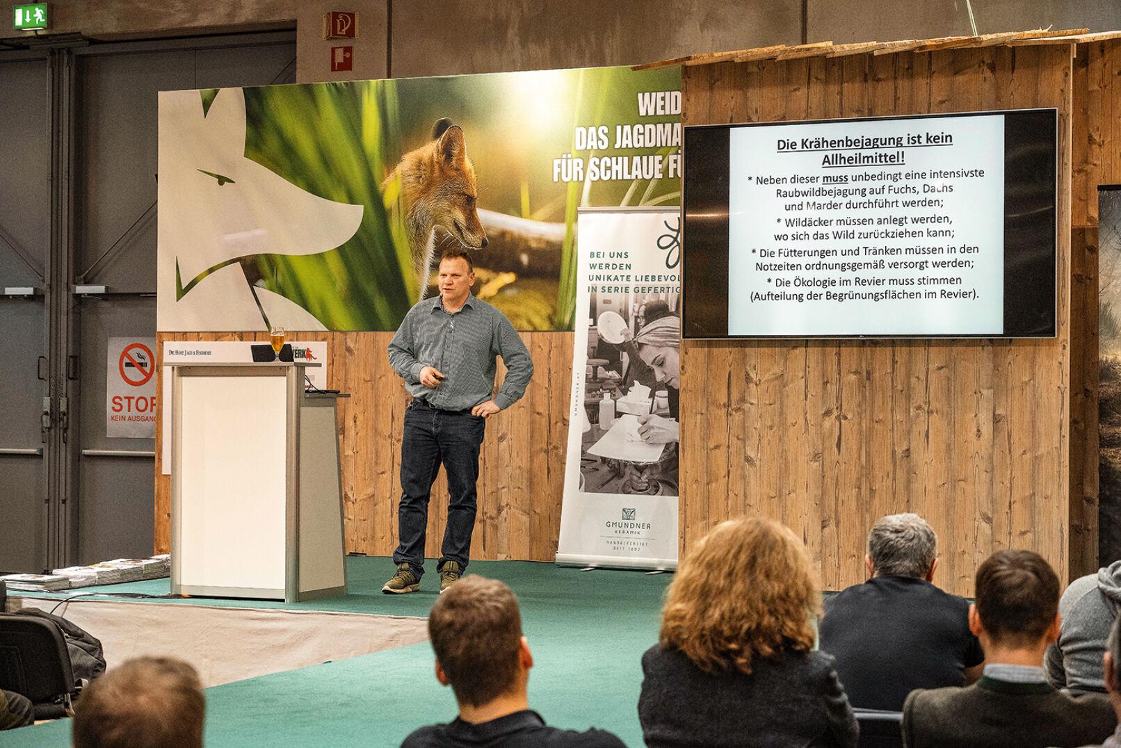 Vortrag von Reinhard Bayer zur Krähenbejagung - © Martin Grasberger