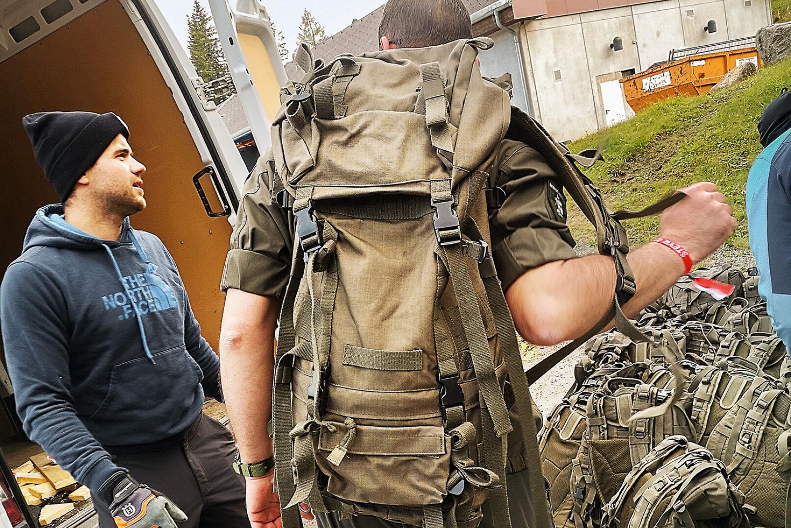 Etwa 1,3 kg bergauf waren mit einem 12- bzw. 15-kg-Rucksack (sandbefüllt) zu absolvieren. - © Michaela Landbauer