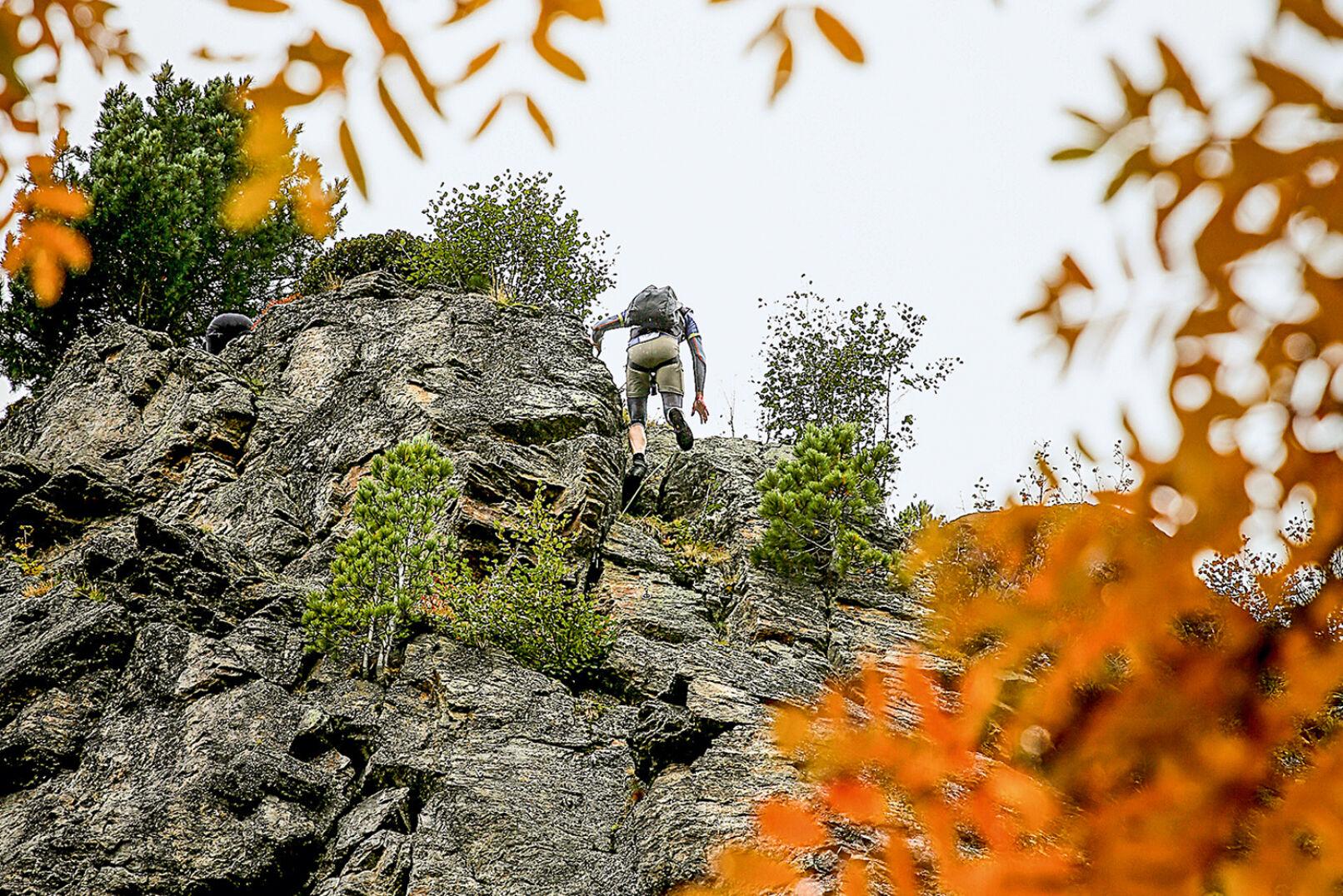 Abseilen über 50-m-Felswand - © Peter Rigaud