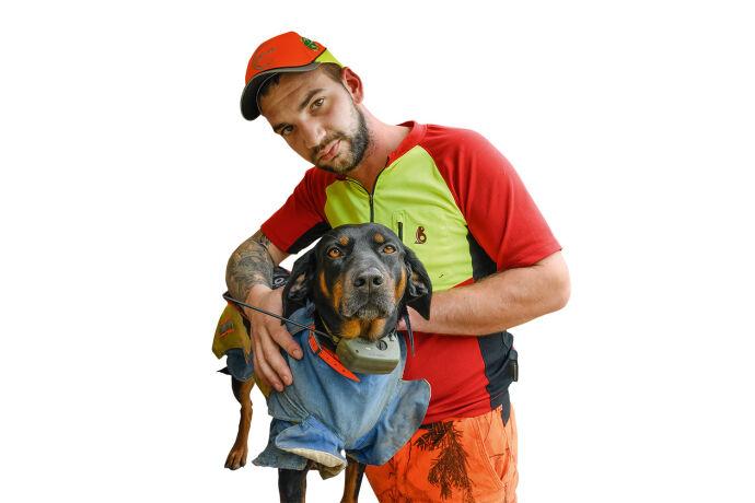 Schwarzwild: Gefahr für Jagdhunde! - Eine Sauenschutzweste sowie ein GPS-Halsband sind obligat. - © Martin Grasberger